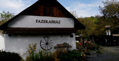 Hollókő vásárlási lehetőségek Fazekasház
