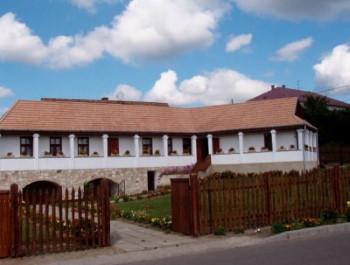 Kazár kézművesház